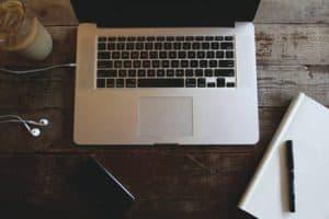 Korrektur, tekstforfatning og oversættelse